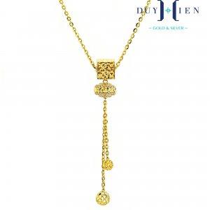 dây chuyền nữ đẹp loại dây chuyền vàng có dây xích chữ O nối liền mặt dây hình vuông có quả cầu bên dưới treo đọa dây xích O có hai hình tròn trơn