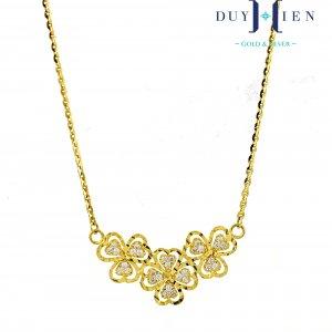 vòng cổ vàng tây nữ kiểu dây chuyền liền mặt có dây dáng dây tăm và mặt hình ba bôn ghoa ba cánh có hình cánh hoa có đá bên trong